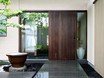 木製玄関引き戸