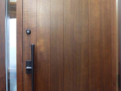 ブログ4 BWのドア.jpg